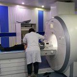 MRI検査はなぜうるさい?大きな音がする理由と実際の騒音を紹介
